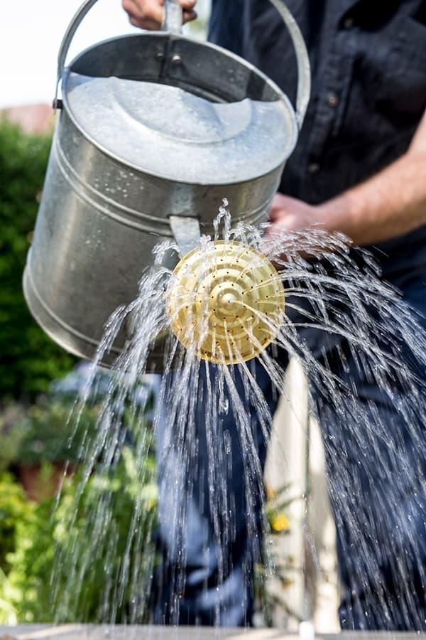 Geef tijdens droogte je aardappelen genoeg water.