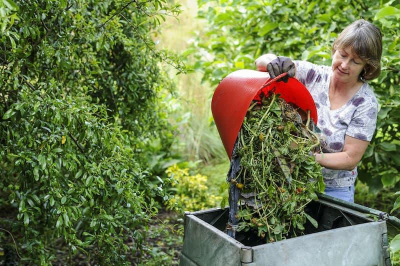 Compostbak voor snoeiafval.